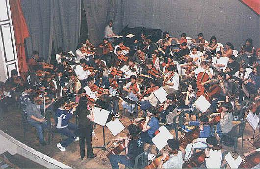 http://www.chascomus.com.ar/orquesta-escuela/EncLugano01.jpg